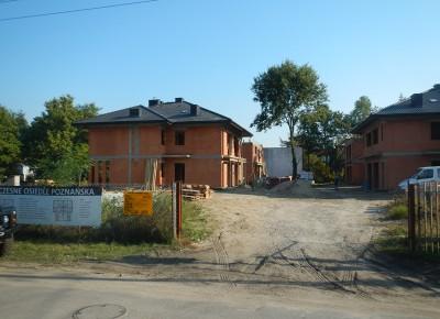 Z placu budowy domów przy ul. Poznańskiej w Legionowie